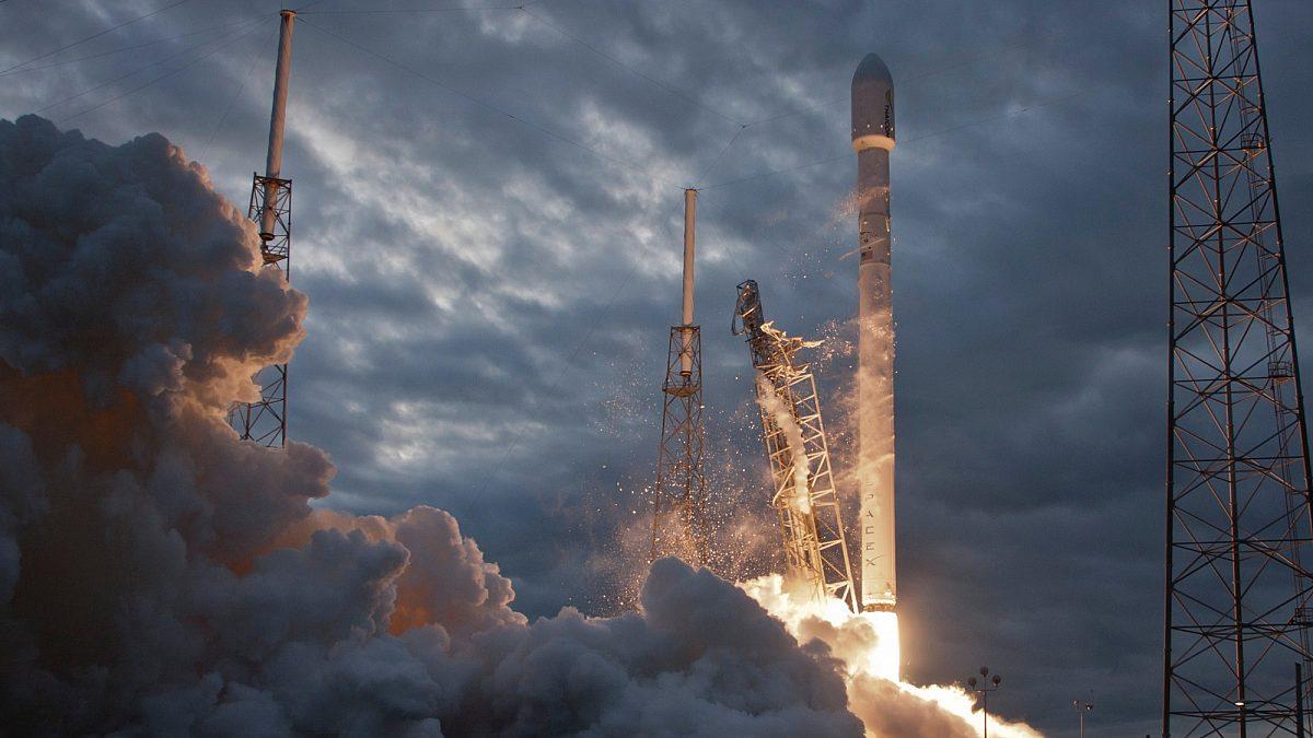 Rocket Launch Yjv97Te7Gdm